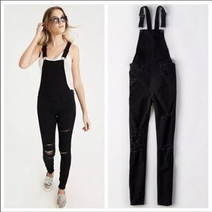 NWT American Eagle Black Destroyed Overalls 10